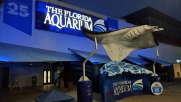 Exterior of Aquarium with Giant sting ray statue